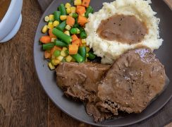 Round Steak with Mashed Potatoes and Gravy