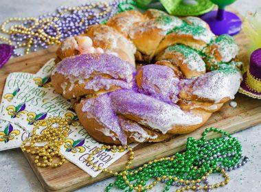 Mardis Gras King Cake with beads and Mardi Gras Napkins